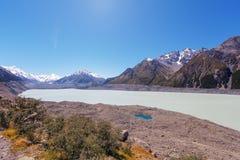 Hooker παγετώδης λίμνη στο εθνικό πάρκο Cook υποστηριγμάτων, Νέα Ζηλανδία Στοκ φωτογραφία με δικαίωμα ελεύθερης χρήσης