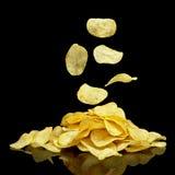Hoop van chips met dalende spaanders Royalty-vrije Stock Foto