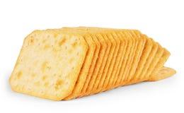 Hoop van crackers op een witte achtergrond worden geïsoleerd die Royalty-vrije Stock Afbeeldingen
