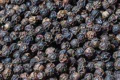 Hoop van de achtergrond van de zwarte pepertextuur, gemalen peperbollen royalty-vrije stock fotografie