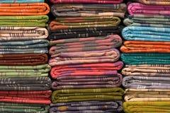 Hoop van doekstoffen in India stock afbeeldingen