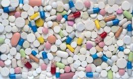 Hoop van geneeskundepillen en capsules van hierboven stock afbeelding