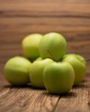 Hoop van groene appelen Stock Afbeelding