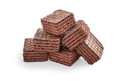 Hoop van het wafeltjekoekjes van de chocolade vierkante die brownie op wit worden geïsoleerd stock foto's