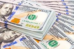 Hoop van honderd bankbiljetten van Amerikaanse dollars Royalty-vrije Stock Afbeelding
