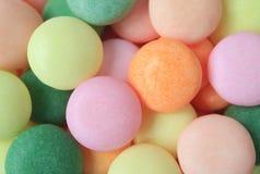 Hoop van Mooi Gekleurd Sugar Coated Candies, Hoogste Mening voor Achtergrond royalty-vrije stock foto's