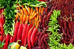Hoop van Rijpe Grote Spaanse pepers stock fotografie