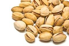Hoop van smakelijke pistaches op wit Royalty-vrije Stock Afbeelding