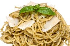 Hoop van spaghetti met verse pesto Royalty-vrije Stock Foto's