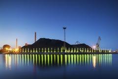 Hoop van steenkool, Elektrische centrale, Helsinki stock afbeelding