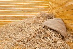 Hoop van stro in een raadshoek Stock Afbeeldingen