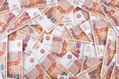 Hoop van vijf duizend Russische roebelsbankbiljetten Royalty-vrije Stock Foto
