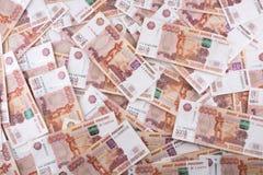 Hoop van vijf duizend Russische roebelsbankbiljetten Stock Foto