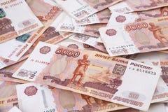 Hoop van vijf duizend Russische roebelsbankbiljetten Royalty-vrije Stock Fotografie
