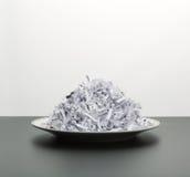 Hoop van witte verscheurde documenten Stock Afbeeldingen