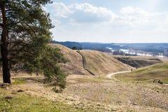 Hoopheuvels in Litouwse historische hoofdkernave Stock Afbeelding