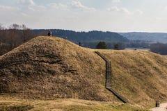 Hoopheuvels in Litouwse historische hoofdkernave Royalty-vrije Stock Foto
