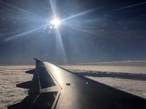 hoopvol reisvliegtuig royalty-vrije stock afbeeldingen