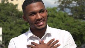 Hoopvolle zwarte mens en liefde stock video