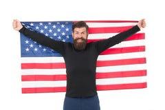 Hooray, свой День независимости Бородатый человек держа американский флаг на День независимости Счастливый хипстер чествуя стоковая фотография rf