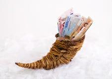 Hoorn des overvloeds - rekeningen en verandering in een hoorn des overvloeds Royalty-vrije Stock Foto's
