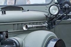 Hoorn en koplampen van een oude auto stock afbeelding