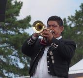 Hoornspeler in Mariachi-Band stock fotografie