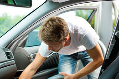 hoovering man för bilcleaning Royaltyfri Foto