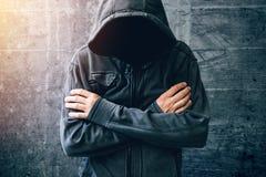 Hopeloze drugverslaafde die door verslavingscrisis gaan stock afbeelding