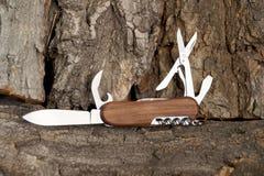 Hopfällbar kniv som kan användas till mycket Royaltyfri Foto
