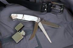 Hopfällbar kniv som kan användas till mycket med olika kanter Arkivbild