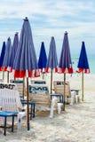 Hopfällbart paraply på stranden Royaltyfria Bilder