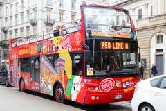 Hopfen auf Hopfen weg vom Bus in Mailand Lizenzfreies Stockfoto