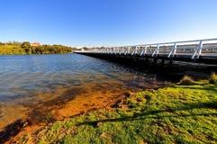 Hopkins Flussquerneigung und -brücke lizenzfreies stockbild