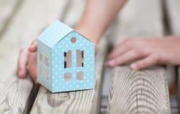 hopp inför framtiden med ett nytt hem arkivbild