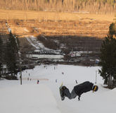 Hopp på en snowboard Royaltyfria Foton
