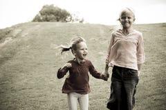 hoppa för flickor Royaltyfria Foton