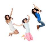 Hoppa för tre unga flickor Royaltyfri Foto