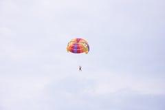 hoppa fallskärm Arkivbilder