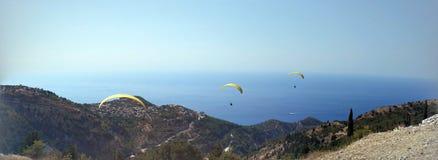 Hoppa fallskärm gldding Arkivbilder