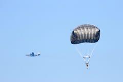 Hoppa fallskärm Hercules Arkivbild