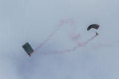 Hoppa fallskärm laget på flygshowen av turkiskt flygvapen Royaltyfria Foton