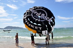 hoppa fallskärm paraglidingpatong thailand Arkivbilder
