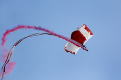 Hoppa fallskärm skärmlaget utför för syrsafestival på Isa Town, Bahr Royaltyfri Bild