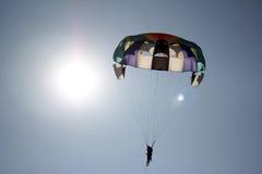 hoppa fallskärm sunen Royaltyfri Fotografi