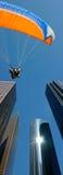 hoppa fallskärm tandemcykeln Arkivbilder