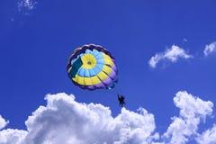 Hoppa fallskärm tandemcykeln Arkivfoton