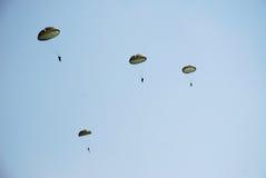 hoppa fallskärm troopers Royaltyfri Foto