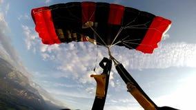 Hoppa fallskärm vridningen lager videofilmer