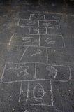 Hoppa hagelek på asfalt Arkivfoto